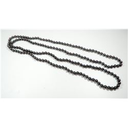 Extra-long necklace comprising dark metallic colored pearls