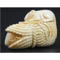 Mice playing between ropes, old ivory netsuke