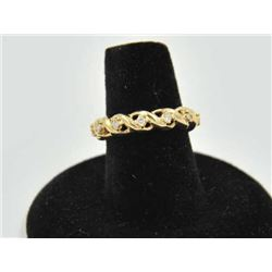 18RPS-29 GOLD WIRE KNOT BANDOne unique gold wire knot band set with  diamonds, 12 diamonds approx et