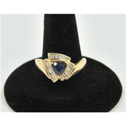 18PRS-15 SAPPHIRE & DIAMOND RINGOne ladies ring in 14k yellow gold set with a  trilliant cut sapphir