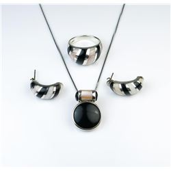 18CAI-34 MOTHER OF PEARL PENDANTGorgeous ring pendant and earrings ensemble  of Mother of Pearl and
