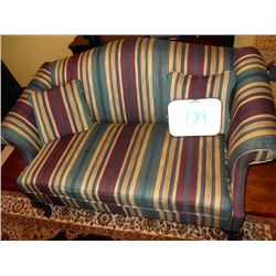 58 Inch Love Seat