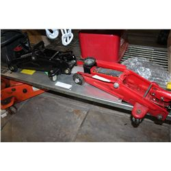 RED AND BLACK CAR JACKS