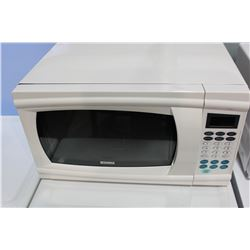 WHITE KENMORE MICROWAVE