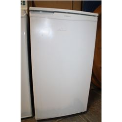 WHITE SAMSUNG BAR FRIDGE