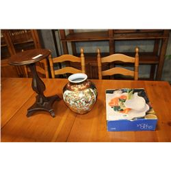 SATSUMA SYTLE VASE AND STAND AND WHITE PLATTER