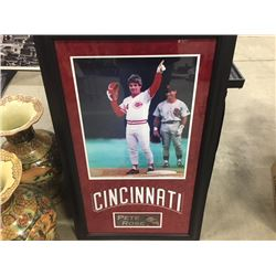 PETE ROSE CINCINNATI REDS FRAMED PICTURE SIGNED PICTURE