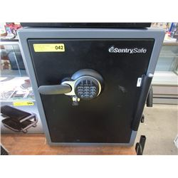 Sentry Safe with Key - Store Return, No Combo
