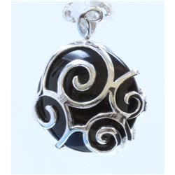 14K WHITE GOLD ONYX DIAMOND PENDANT:6.10 GRAMS/DIAMOND:1.00CT