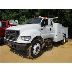 2002 FORD F650 SERVICE TRUCK, VIN/SN:3FDWX65H22MA31172 - EXTENDED CAB, CAT DIESEL ENGINE, 6 SPEED TR