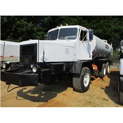 1973 OSHKOSH WATER TRUCK, VIN/SN:060666 - DETROIT DIESEL ENGINE, 8LL TRANS, WATER TANK, W/ REAR, & I