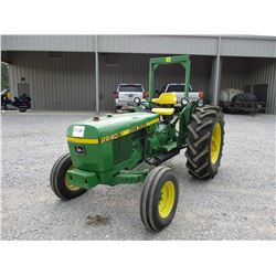 JOHN DEERE 2240 FARM TRACTOR, VIN/SN:267467 - 3PH, PTO, 1 REMOTE, ROLL BAR, 16.9-28 TIRES, METER REA
