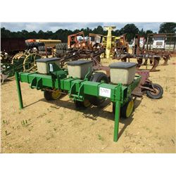 JOHN DEERE 3 ROW PLANTER