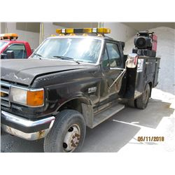 1988 FORD F350 SERVICE TRUCK, VIN/SN:1FDKF38M8JNB18720 - 4X4, MANUAL TRANS (COUNTY OWNED) (SELLING O