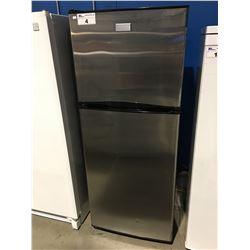 FRIGIDAIRE 2 DOOR APARTMENT SIZE REFRIGERATOR