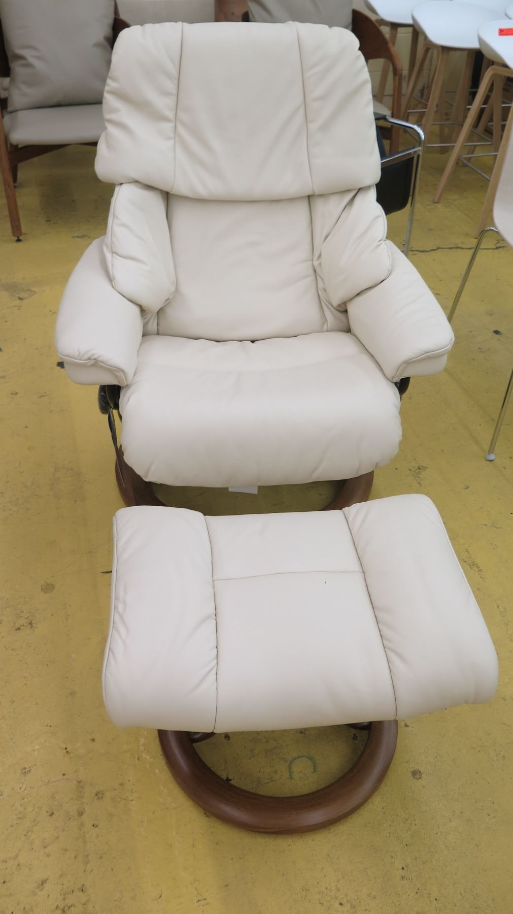 Image 1 : Stressless Leather Lounge Chair W/Ottoman   Ekornes (Norway), ...