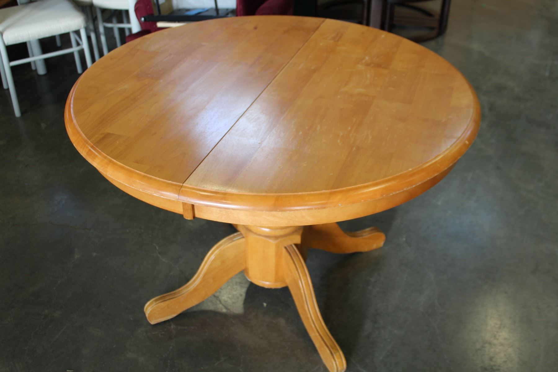 Image 1 : ROUND MAPLE DINING TABLE WITH JACK KNIFE LEAF AND FOUR OAK  ROLLING CHAIRS ...