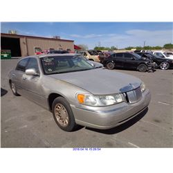 2001 - LINCOLN TOWN CAR // SALVAGE TITLE