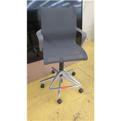 Modern Dark Gray Mesh Swivel Office Chair, Seat 19  Wide