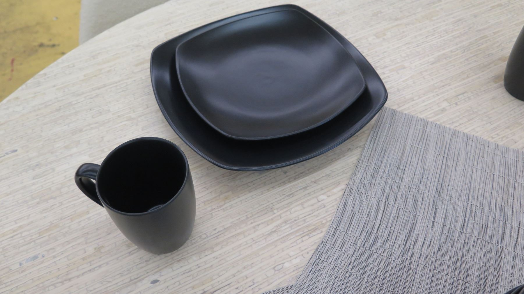 ... Image 5  Set of 4 Black Ceramic Dishes Salad Plates Bowls Mugs ... & Set of 4 Black Ceramic Dishes Salad Plates Bowls Mugs 3 ...