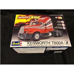 REVELL KENWORTH T600A 1/32 SCALE MODEL KIT (IN BOX)
