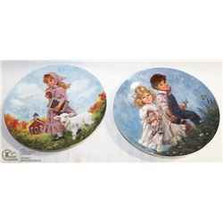 SET OF 2 NUMBERED COLLECTOR PLATES