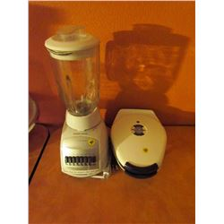 Black & Decker Cyclone blender & ProctorSilex waffle maker (used)