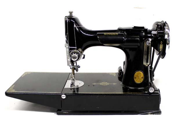 Vintage Singer Portable Sewing Machine In Case Adorable Vintage Singer Portable Sewing Machine