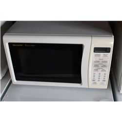 WHITE SHARP CAROUSEL MICROWAVE