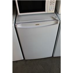 WHITE KENMORE BAR FRIDGE