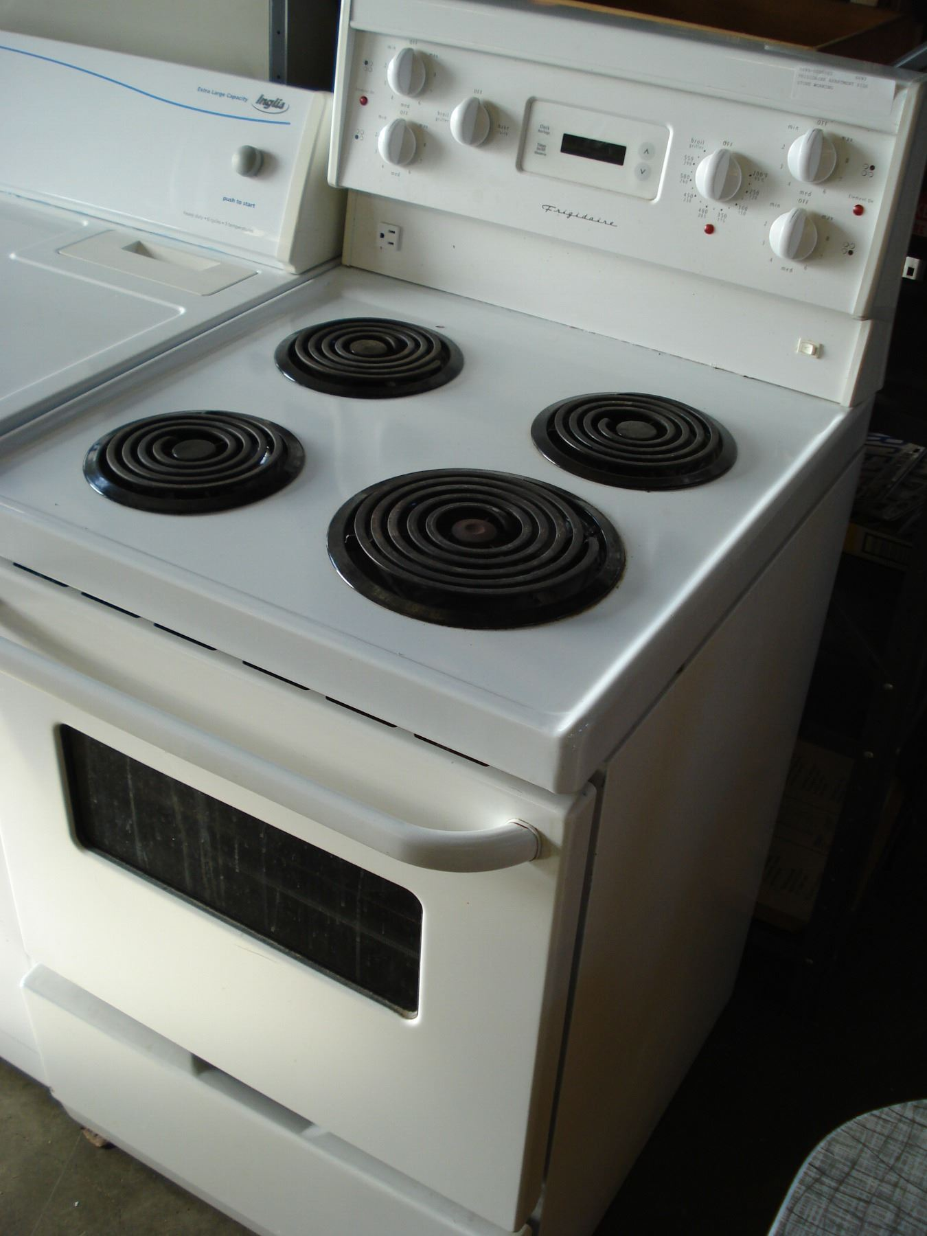 FRIGIDAIRE APARTMENT SIZE STOVE WORKING