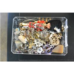 TRAY OF VARIOUS ESTATE JEWELLRY ETC