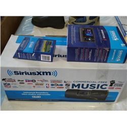 NEW OVERSTOCK SIRIUS SATELLITE RADIO SPORTSTER 5 COMPLETE VEHICLE KIT WITH UNIVERSAL BOOMBOX AND FM