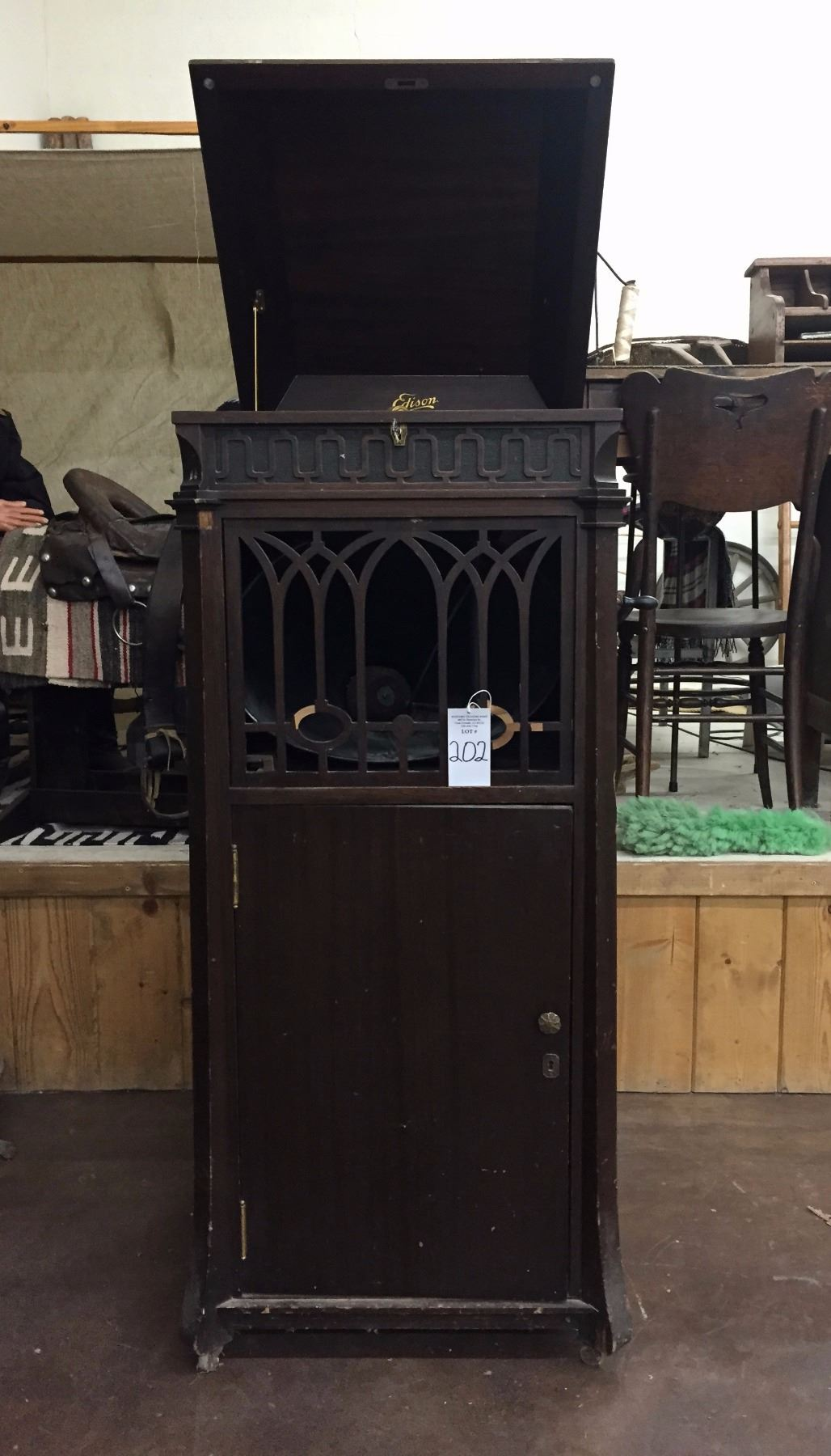 ... Image 11 : Antique Edison Phonograph   Cabinet