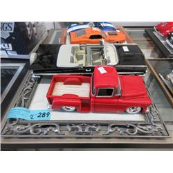 2 Scale Model Die-Cast Cars