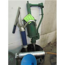 Oil pumps and oil suction gun