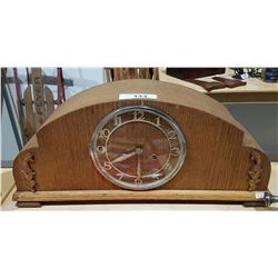 VINTAGE KEY WIND MANTLE CLOCK