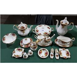 ROYAL ALBERT OLD COUNTRY ROSES 18PC OF SERVING PIECES