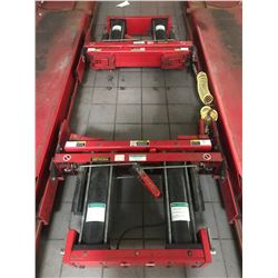 HUNTER DSP600 ALIGNMENT SYSTEM WITH DRIVE ON SCISSOR LIFT HOIST