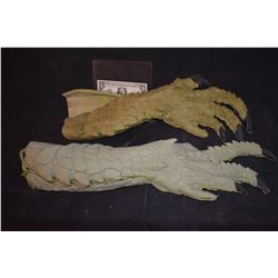 ZZ-CLEARANCE STAR TREK ALIEN ALIGATOR ARMS LOT OF 2 RIGHTS