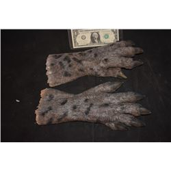 GRIMM SCREEN USED HERO ALIEN DEMON CREATURE HANDS FOAM 4