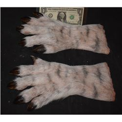 GRIMM SCREEN USED HERO ALIEN DEMON CREATURE HANDS FOAM 5