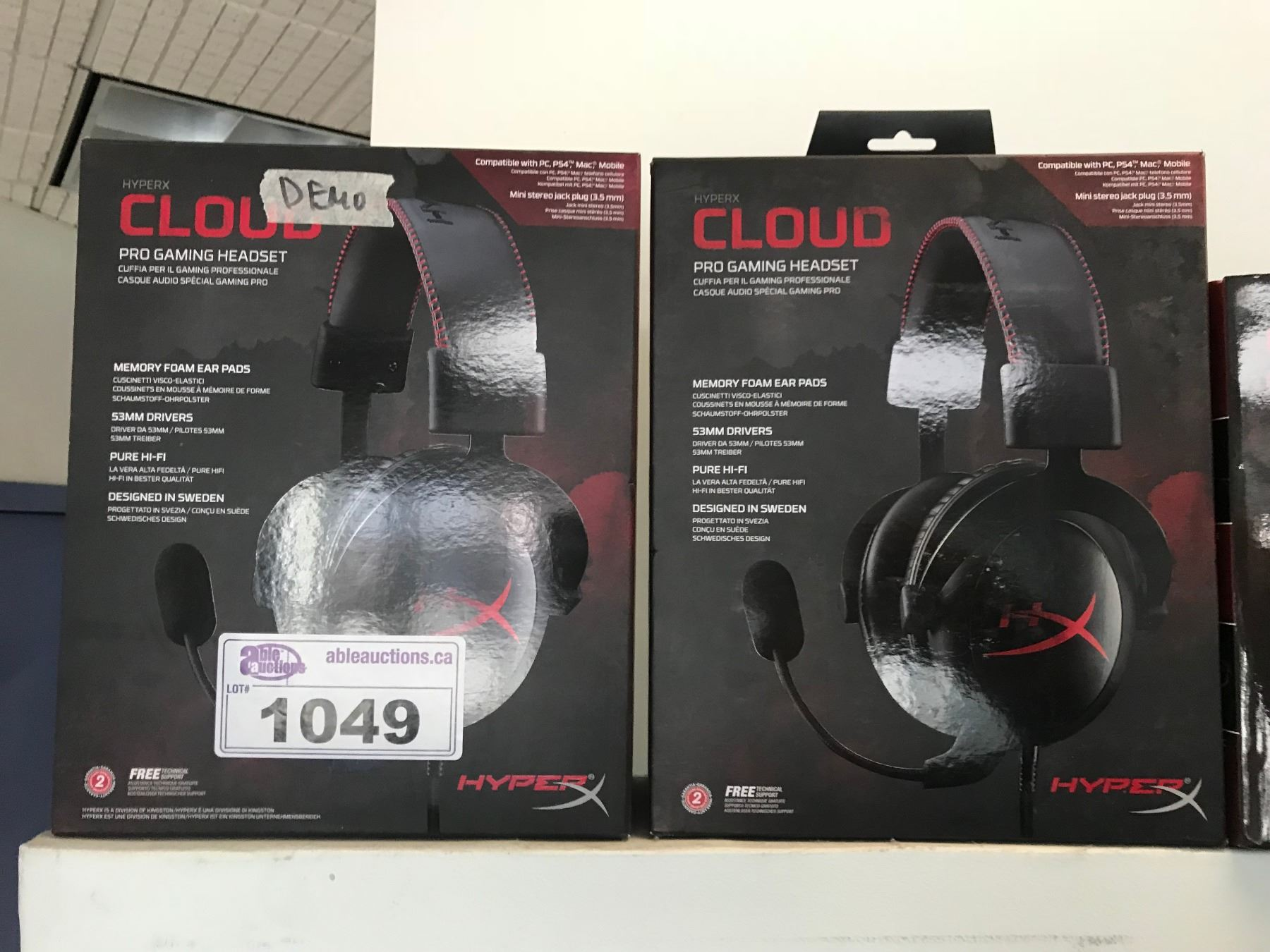 Image 1 : LOT OF 12 PRO GAMING HEAD SETS .