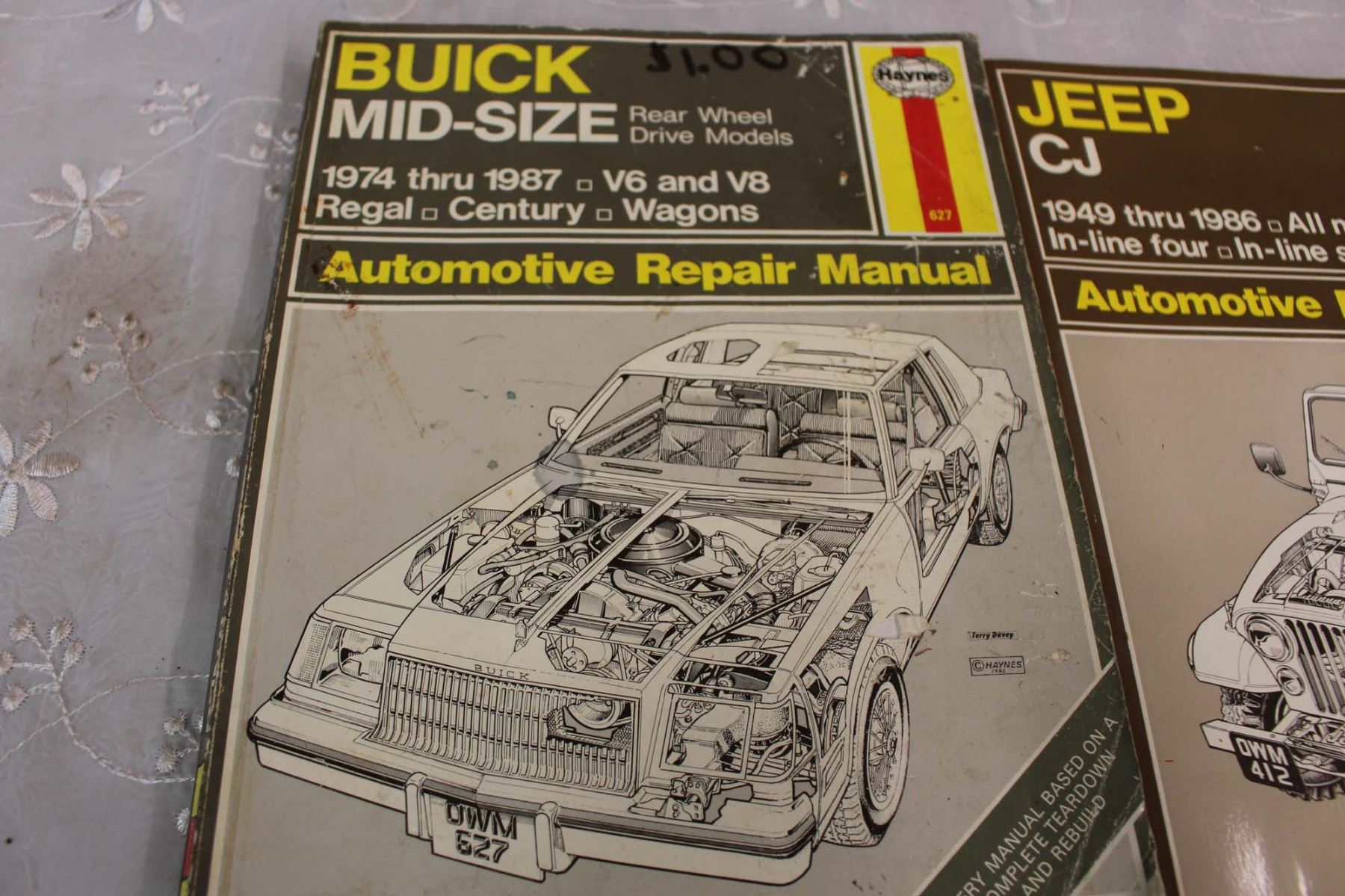 ... Image 2 : (6) Haynes Auto Manuals (Ford, Jeep, Buick) ...