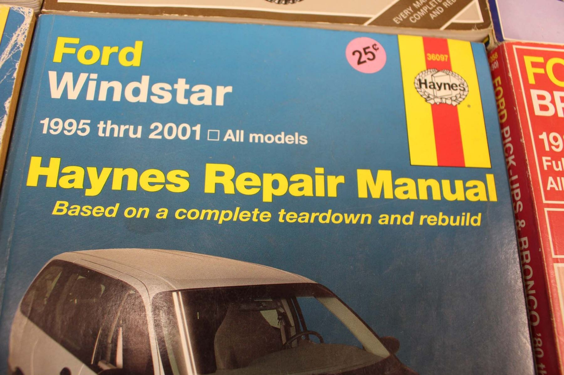 ... Image 4 : (6) Haynes Auto Manuals (Ford, Jeep, Buick) ...