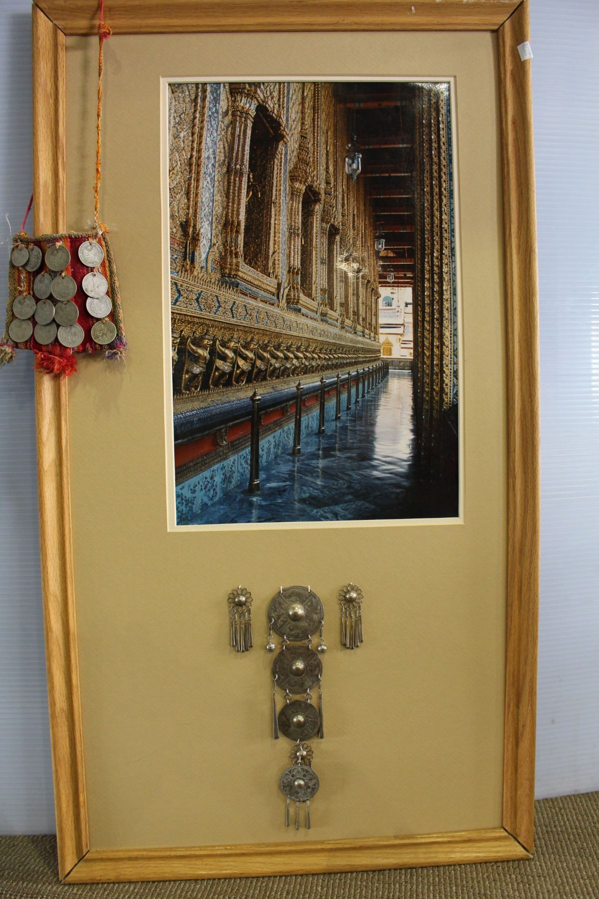 THAI TEMPLE PHOTO AND SOUVENIRS ON FRAME