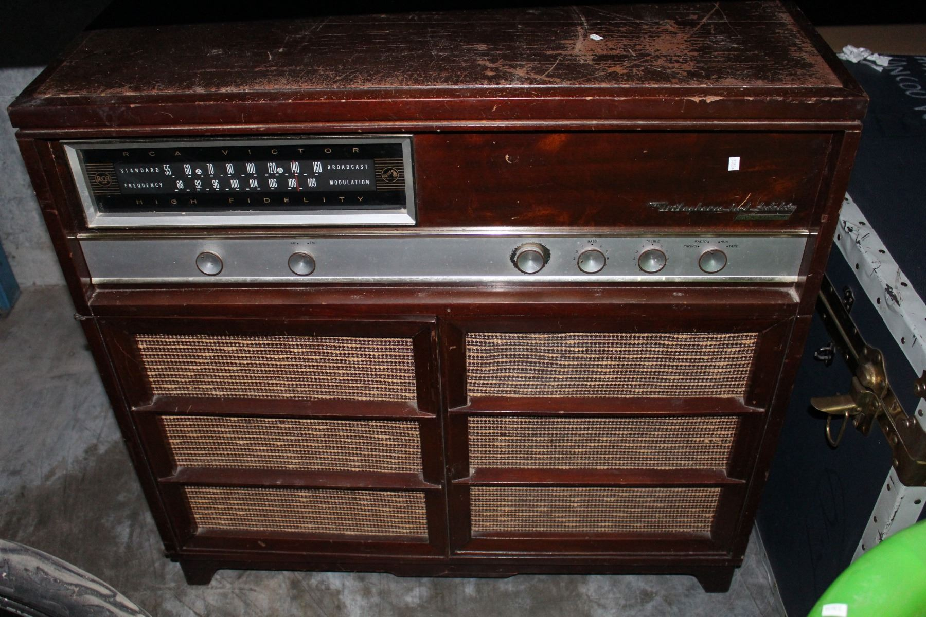 ... Image 2  VINTAGE RCA VICTOR RADIO AND OUTDOOR PATIO CHAIR & VINTAGE RCA VICTOR RADIO AND OUTDOOR PATIO CHAIR