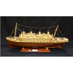 VINTAGE WOOD MODEL STEAM CRUISE SHIP