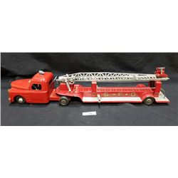 1940'S STRUCTO PRESSED STEEL FIRE TRUCK