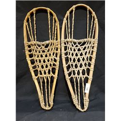 PAIR VINTAGE SNOW SHOES
